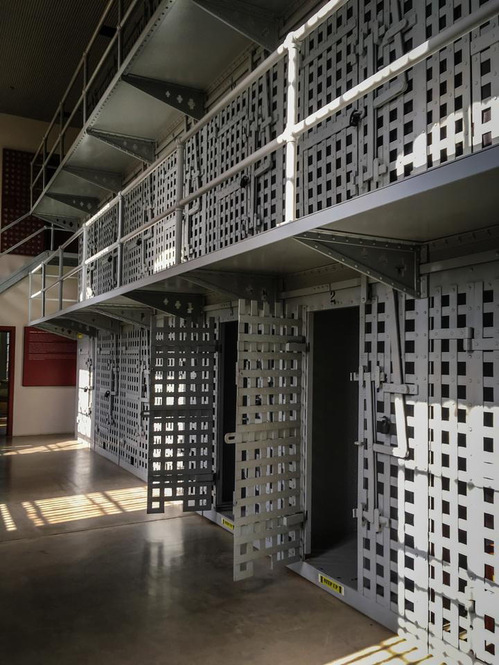 Prison-102